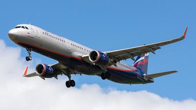 A picture of VPBFQ - Airbus A321211 - Aeroflot - © Aleksandr Alekhichev
