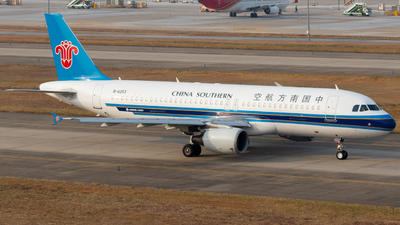 A picture of B6253 - Airbus A320214 - China Southern Airlines - © Jerry_Hammer
