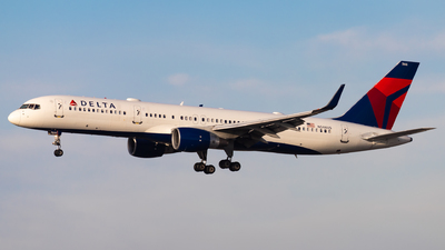 A picture of N546US - Boeing 757251 - Delta Air Lines - © Eric Esots
