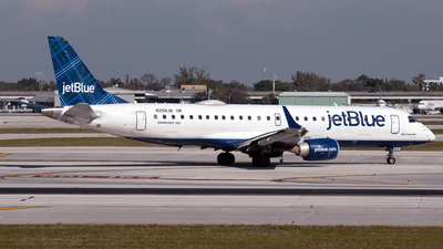 A picture of N258JB - Embraer E190AR - JetBlue Airways - © PAUL LINK