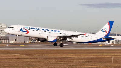 VQ-BOB - Airbus A321-211 - Ural Airlines