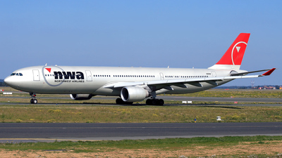 N816NW - Airbus A330-323 - Northwest Airlines