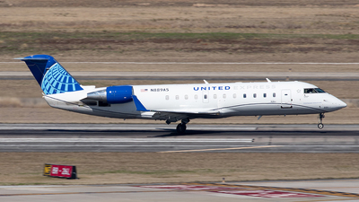 A picture of N889AS - Mitsubishi CRJ200LR - United Airlines - © Yixin Chen