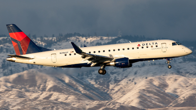 A picture of N286SY - Embraer E175LR - Delta Air Lines - © CJMoeser