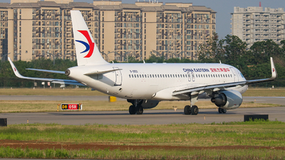 A picture of B9950 - Airbus A320214 - China Eastern Airlines - © Captain Zhang