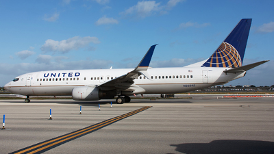 A picture of N33292 - Boeing 737824 - United Airlines - © Orlando Suarez