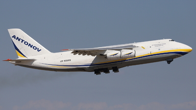 A picture of UR82009 - Antonov An124100M150 - Antonov Design Bureau - © Guille Gª del Alamo