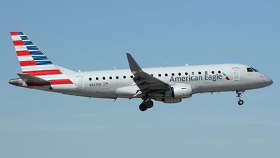 A picture of N421YX - Embraer E175LR - American Airlines - © Arno Vesterholm