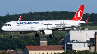 A picture of TCJSR - Airbus A321231 - Turkish Airlines - © Chris Jilli