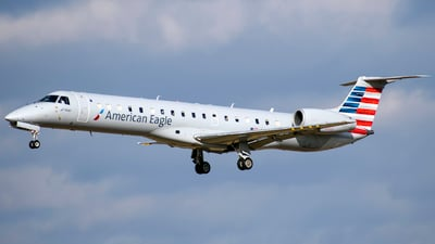 A picture of N652RS - Embraer ERJ145LR - American Airlines - © Michael Pflanzer