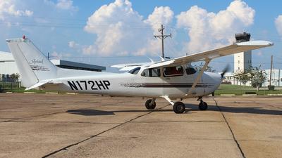 A picture of N172HP - Cessna 172R Skyhawk - [17280274] - © Javier Vera