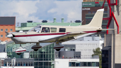 A picture of SEGBZ - Piper PA32260 Cherokee Six 260 - [327200006] - © Henrik Nilsson