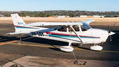 A picture of VHLCY - Cessna 172R Skyhawk - [17281113] - © Andrew Lesty