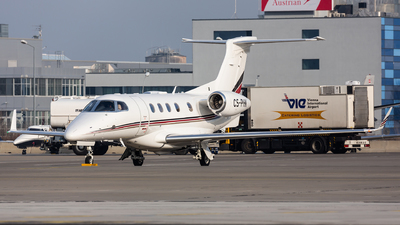 A picture of CSPHK - Embraer Phenom 300 - NetJets - © Thomas Ernst