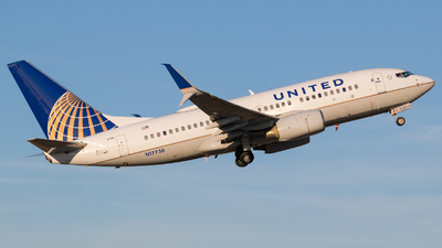 N17730 - Boeing 737-724 - United Airlines