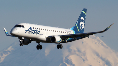 A picture of N638QX - Embraer E175LR - Alaska Airlines - © Huy Do