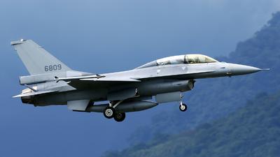 6809 - General Dynamics F-16BM Fighting Falcon - Taiwan - Air Force