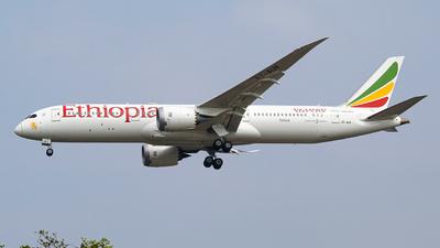 A picture of ETAUR - Boeing 7879 Dreamliner - Ethiopian Airlines - © Farrell Daffa