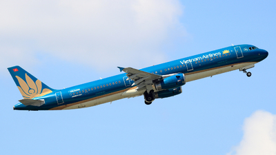 A picture of VNA350 - Airbus A321231 - Vietnam Airlines - © photogiap