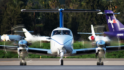 N820UP - Beechcraft B300 King Air 350i - Wheels Up