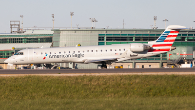 A picture of N611SK - Mitsubishi CRJ701ER - American Airlines - © Shon Fridman