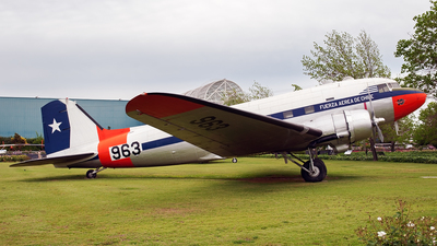 963 - Douglas C-47A Skytrain - Chile - Air Force