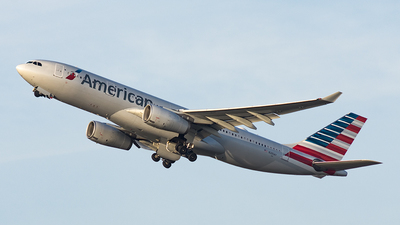 N280AY - Airbus A330-243 - American Airlines