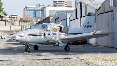 YS-164P - Piper PA-23-250 Aztec - Private