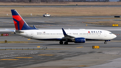 A picture of N384DA - Boeing 737832 - Delta Air Lines - © Rocky Wang