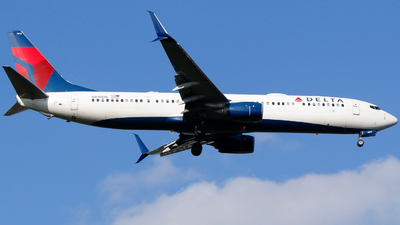 A picture of N810DN - Boeing 737932(ER) - Delta Air Lines - © Alec Mollenhauer