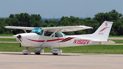 A picture of N1922V - Cessna 172M Skyhawk - [17263796] - © Nick Michaud