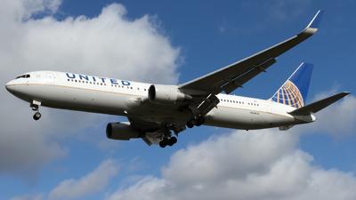 N668UA - Boeing 767-322(ER) - United Airlines