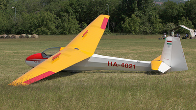 HA-4021 - Schleicher K-8B - Private