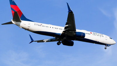 A picture of N816DN - Boeing 737932(ER) - Delta Air Lines - © Alec Mollenhauer