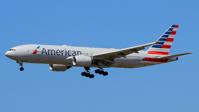 A picture of N754AN - Boeing 777223(ER) - American Airlines - © Pampillonia Francesco - Plane Spotters Bari
