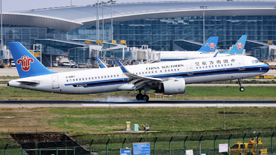 A picture of B8367 - Airbus A321271N - China Southern Airlines - © nibrage