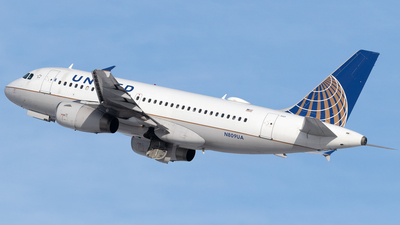 A picture of N809UA - Airbus A319131 - United Airlines - © Mike MacKinnon