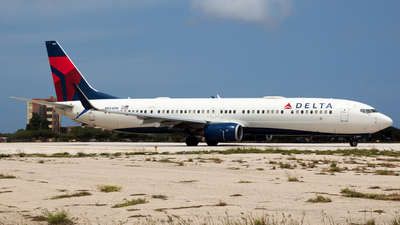 A picture of N854DN - Boeing 737932(ER) - Delta Air Lines - © Hensley Garcia