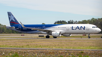 A picture of CCBEE - Airbus A321211 - LATAM Airlines - © Matias Martinez