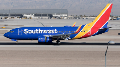A picture of N221WN - Boeing 7377H4 - Southwest Airlines - © Yixin Chen