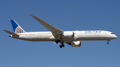 A picture of N12006 - Boeing 78710 Dreamliner - United Airlines - ©  Sebastian Colaizzi