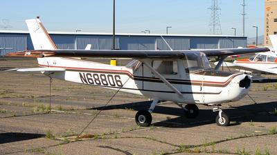 A picture of N68806 - Cessna 152 - [15282383] - © C. v. Grinsven
