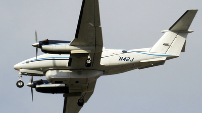 N42J - Beechcraft 200 Super King Air - Dynamic Aviation