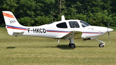 A picture of FHKCD - Cirrus SR20 - [2186] - © Adrian Painvin