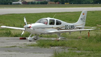 A picture of ECLMS - Cirrus SR22 - [1330] - © Marcin G. Dabrowski