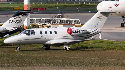 A picture of N864TX - Cessna 525 CitationJet CJ1 - [5250864] - © Chris de Breun