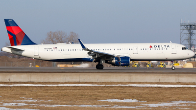 A picture of N329DN - Airbus A321211 - Delta Air Lines - © Alec Mollenhauer