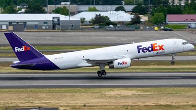 A picture of N961FD - Boeing 7572Y0(SF) - FedEx - © Ricky Teteris