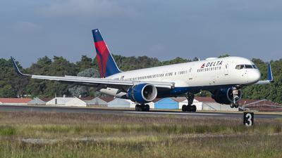 N688DL - Boeing 757-232 - Delta Air Lines