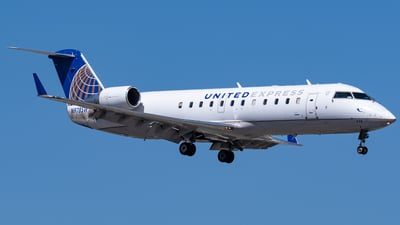 A picture of N978SW - Mitsubishi CRJ200LR - United Airlines - © Ricky Teteris